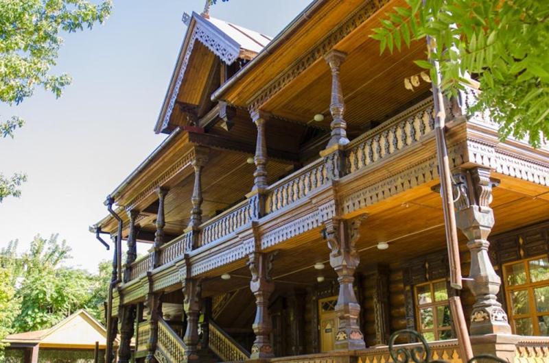 Дом купца Г.В. Тетюшинова, образец деревянного зодчества в Астрахани