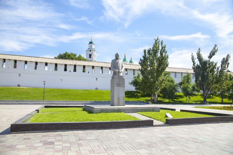 Ульянов, памятник, площадь Октябрьская, кремль, главная,