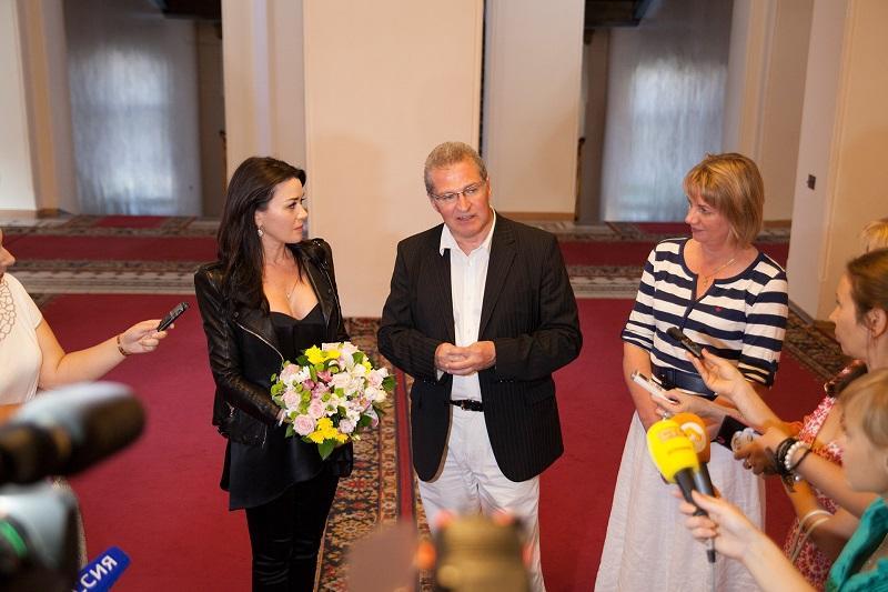 Анастасия Заворотнюк во время визита в Астрахань в 2015 году