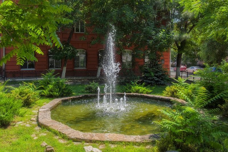 фонтан возле краеведческого 3000
